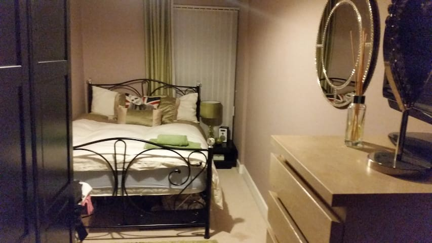 Cosy room, private bathroom/parking. City Centre. - Birmingham - Appartement