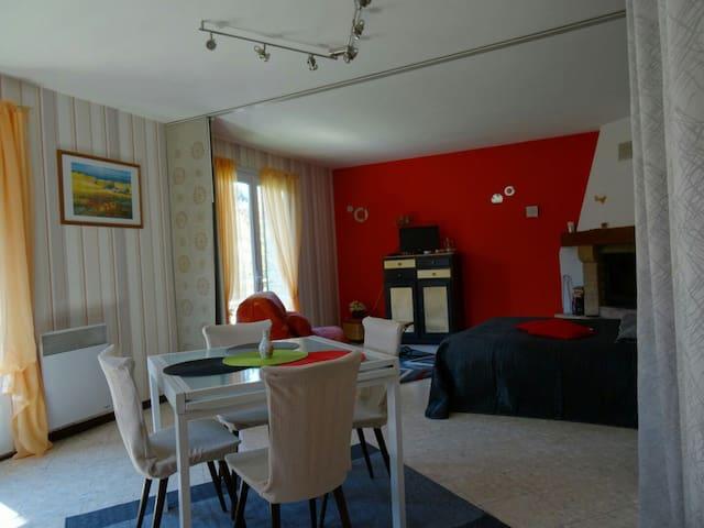 Grand Studio dans Maison Indépendante - Rivière-sur-Tarn - Ev