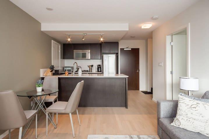 1 BR Modern Apartment - Richmond - Appartement