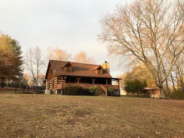 Cabin On The Creek - Clinton - Houten huisje