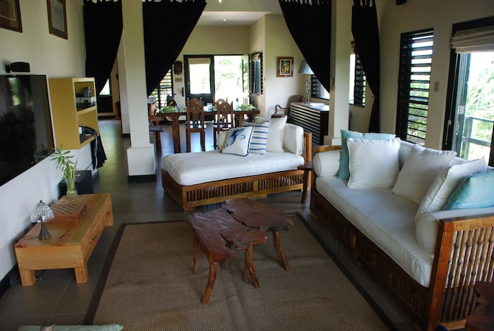 Grand 1 B/R Villa with Beach Access, Montego Bay - Montego Bay
