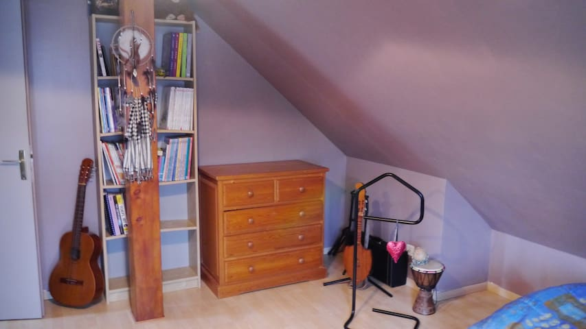 Private Room +  shared WC/bath/shower recent house - Serre-les-Sapins - Huis
