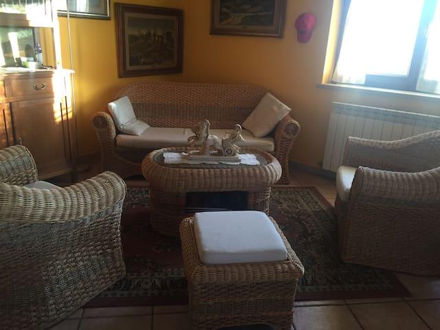 Stanza in villa vicino lago - VICALVI