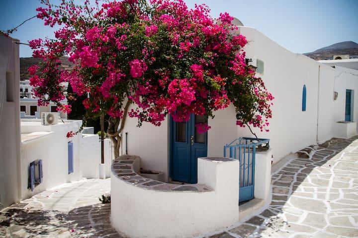 Beautiful traditional house in Paros - Paros - Hus