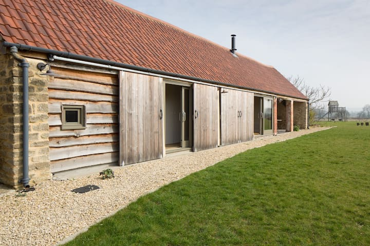 Converted characterful barn in Peckingell hamlet - Langley Burrell