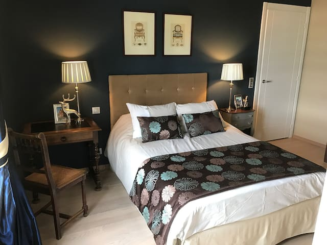 Cosy and confortable bedroom with breakfast - Saint-Genis-Pouilly