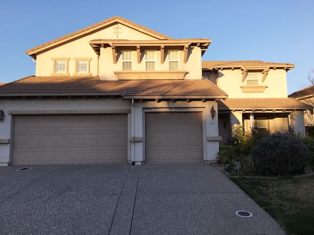 Beautiful Home In Roseville to Relax and Enjoy!!!! - Roseville