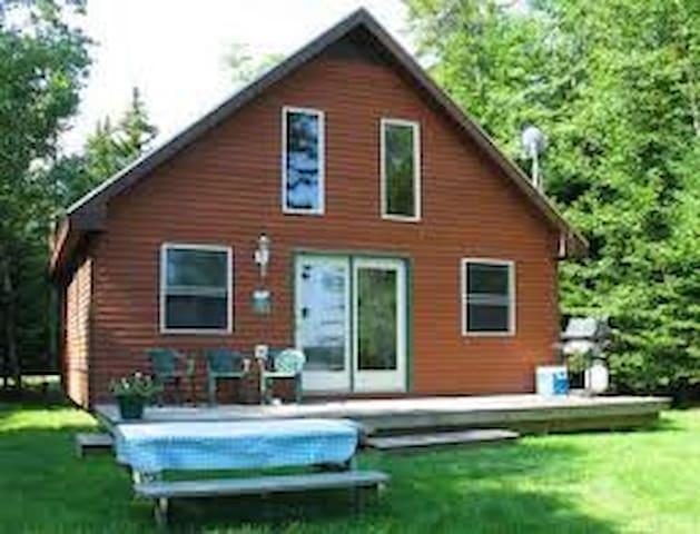 Rockwood Lakefront cabin on remote Moosehead Lake - Rockwood - Houten huisje