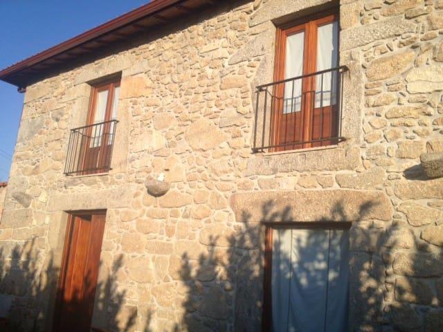 Rustic Farmhouse (120m2) and 3600m2 of green area - Braga - Huis