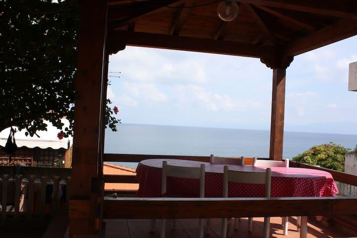 Villetta con spiaggia privata a Briatico (Tropea) - Briatico - 別荘