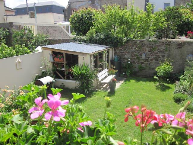 Jolie chambre très calme et idéalement située - Cherbourg-Octeville - Hus