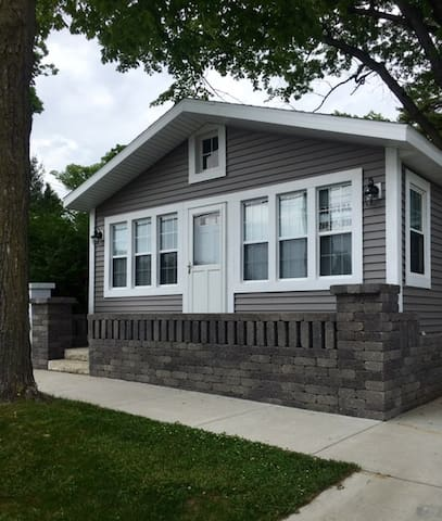 Perfect 2 Bedroom Cottage Steps From the Beach - South Haven - Casa