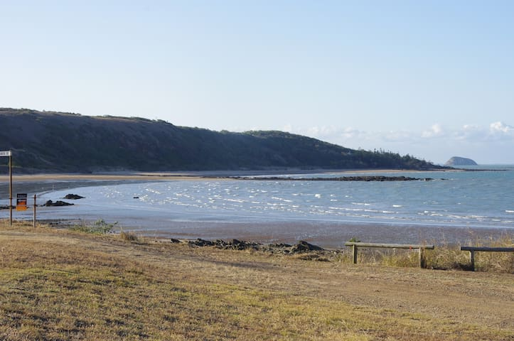 peaceful fully equipped home - Emu Park - House