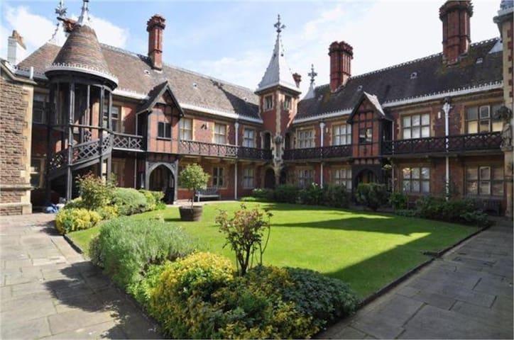 Stunning Bristol Neo-Gothic Studio - Bristol - Apartament