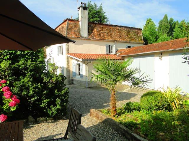 Cottage La Fontaine proche Sauveterre de Béarn - Barraute-Camu - Huis