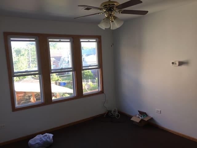 Detached 1Bdrm w/ Living Room! - Chicago - Apartamento