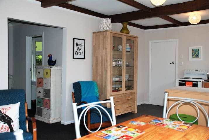 32 on View - Manapouri - Huis