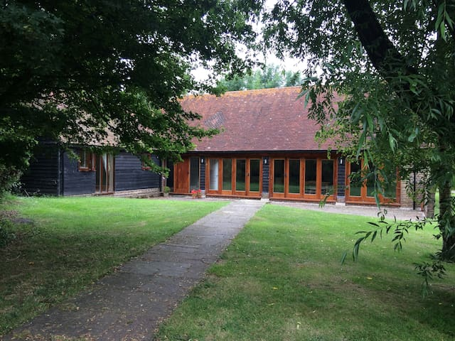 Rural Sussex barn conversion by golf course, - Ditchling - Lägenhet