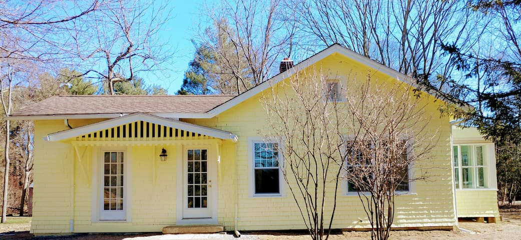 New private, beautiful cottage ~ great location! - Pomfret