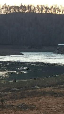 A Place to Crash near BMS - Bluff City - Otros