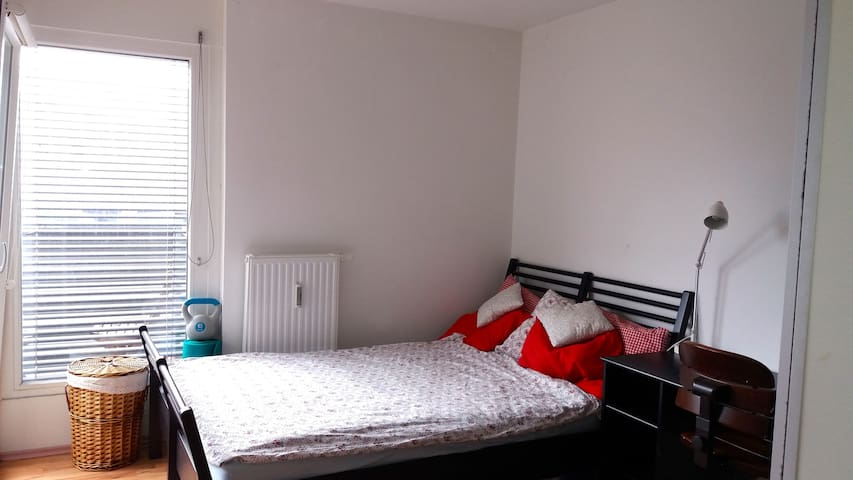 Central room in Vienna. Also close to Airport! - 維也納