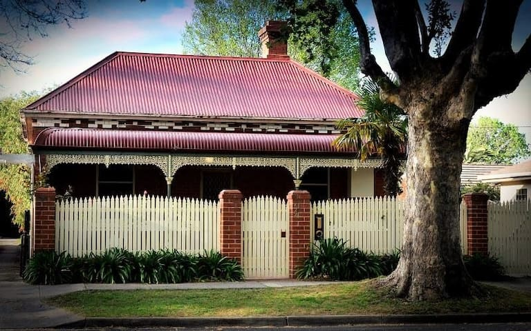 Central Albury Cottage on Stanley Street - Albury - Dom