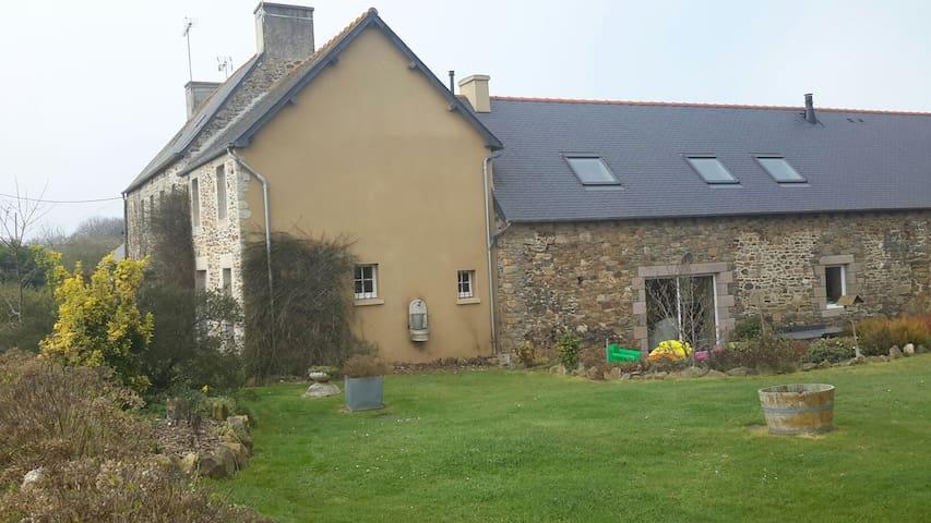 belle propriété bretonne  à 20' mer - Runan
