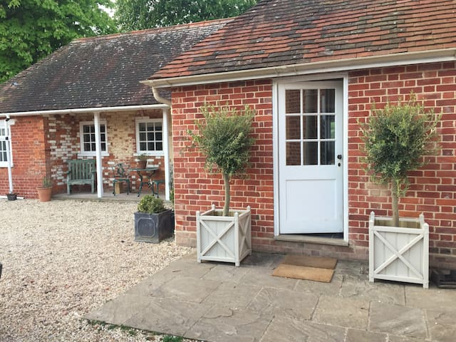 Luxury annexe on small country estate, Winchester - Martyr Worthy - Appartement