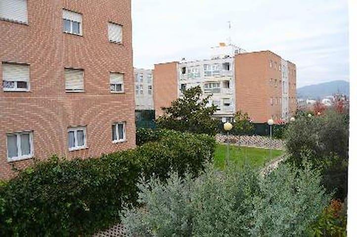 Pisito y garaje en zona verde a 10 min.del centro - Pamplona - Leilighet