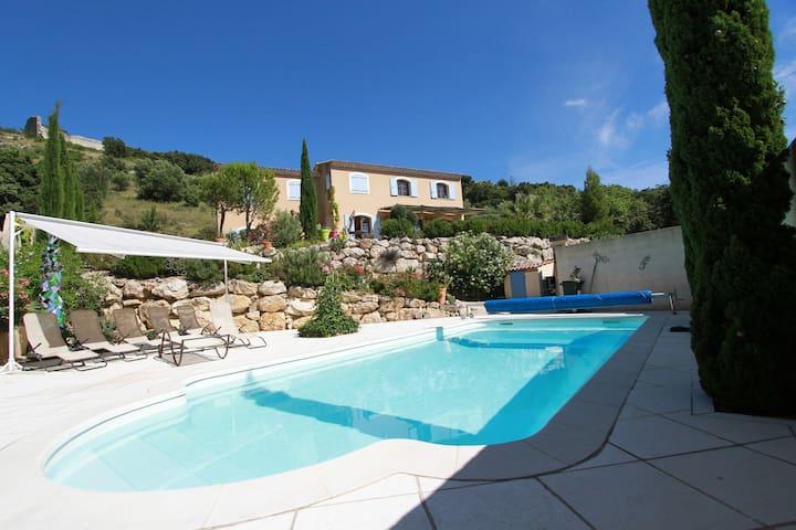 Villa proche Avignon, Nimes, Uzes - Théziers - Talo