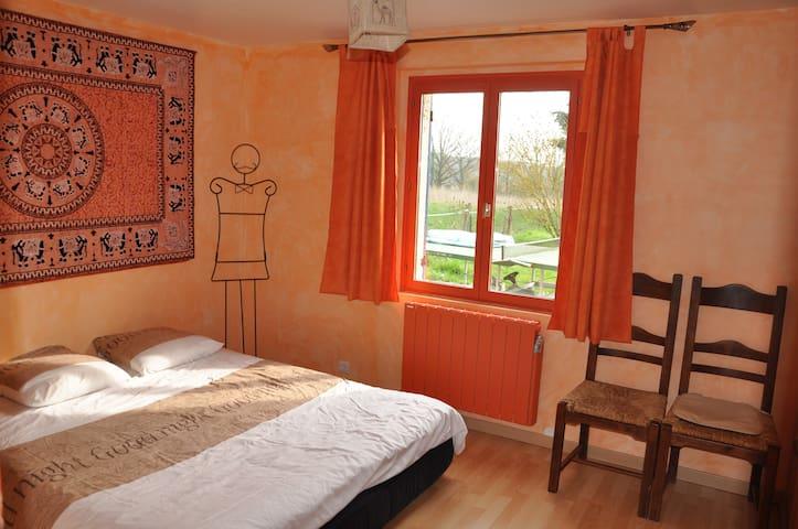 Room in the countryside near Lyon - Rancé - Casa