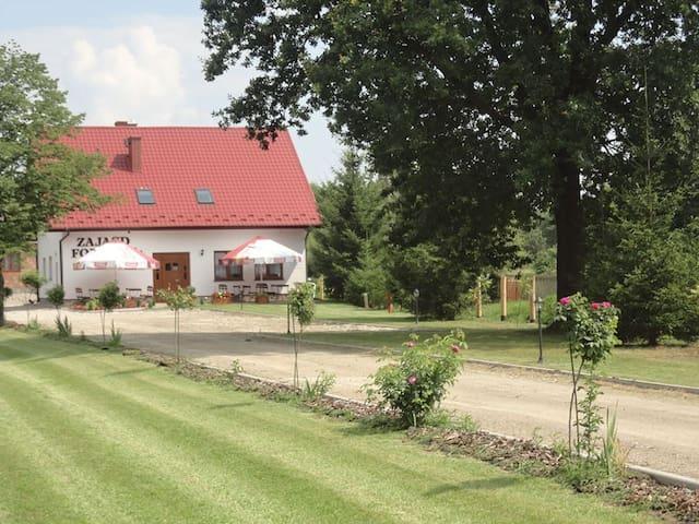 """Zajazd """"Folwark"""" Pokoje z łaazienkami - Grzybów - Leilighet"""