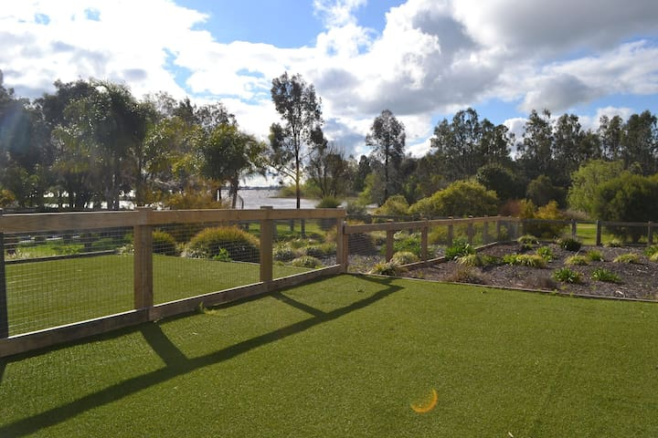 Anchorage Townhouse by the Lake - Yarrawonga