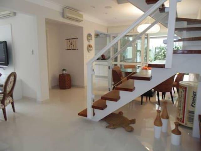 Piscina, condomínio, 50m praia, ar condicionado! - Praia de Juqueí - Maison