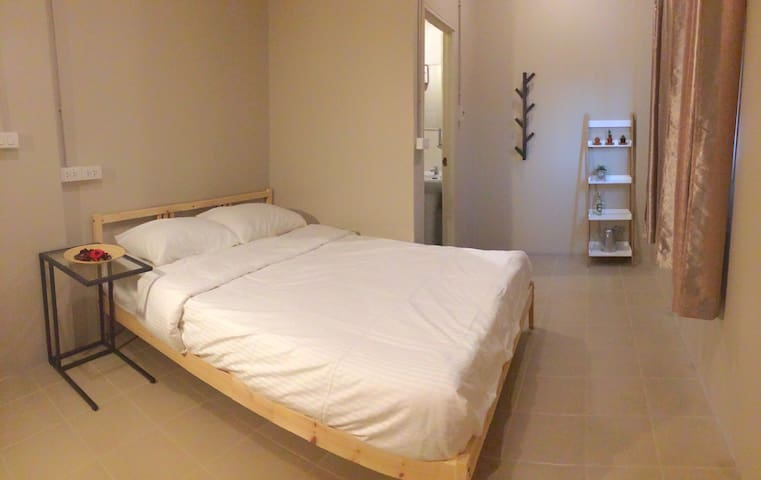 Private room just 10mins to bts&30mins to airport - Bangkok - Bed & Breakfast