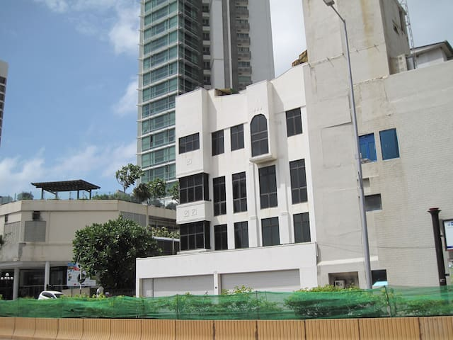 Budget Room for Travellers in Colombo Central - Colombo