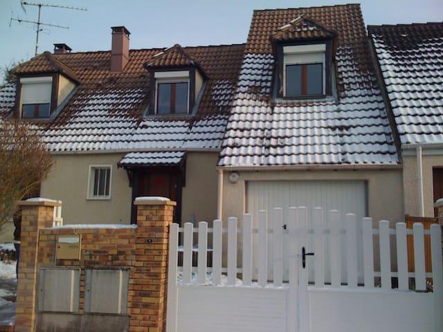Grande Maison en banlieue Parisienne - Bernes-sur-Oise - 단독주택