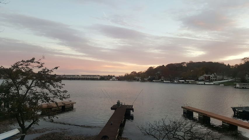 Bright one bdrm on lakefront w/dock - Lake Hopatcong - Casa