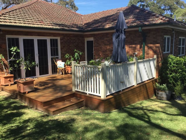 Private entrance to private bedroom and bathroom - Hunters Hill - Ev