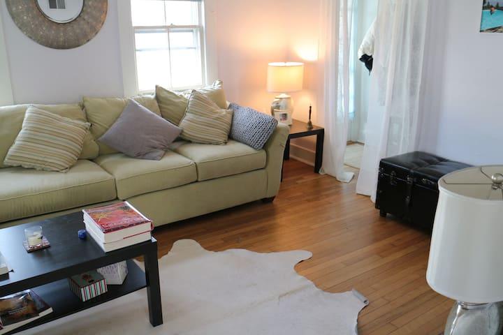 Prime location cozy room in vibrant SAG HARBOR - Sag Harbor - Rumah