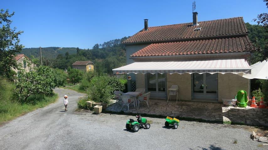 Chambre avec terrasse: 10min Castres-30min Albi - Roquecourbe - 一軒家