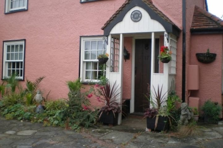 Beamed Cottage in Writtle Village - Writtle - Huis