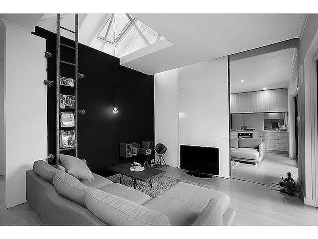 100% Newly updated & furnished St Kilda 10 minutes - Caulfield North - Huoneisto