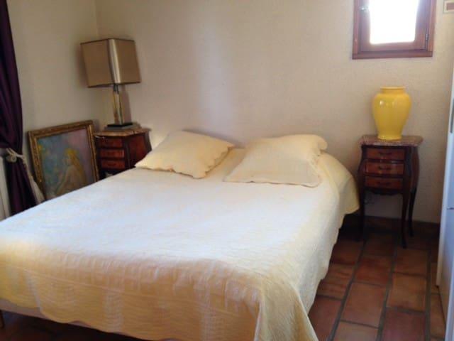chambre disponible dans cadre agreable - Brindas - Gästehaus