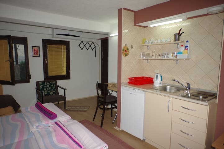 Studio with 3 Beds and Bathroom - Ohër - Bed & Breakfast