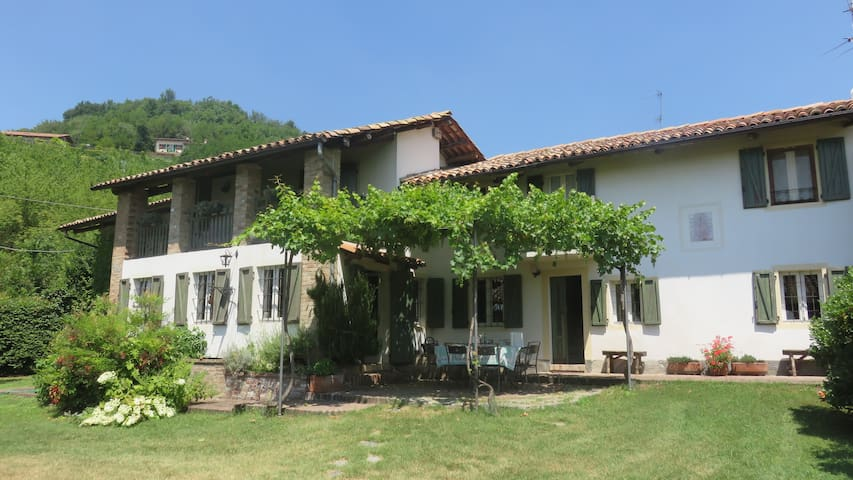 Cascina Grazia. Farmhouse on Monferrato Hills. - Murisengo - Villa