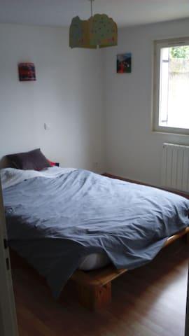 chambre avec salle de bain indépendante au calme - Mâcon - Hus
