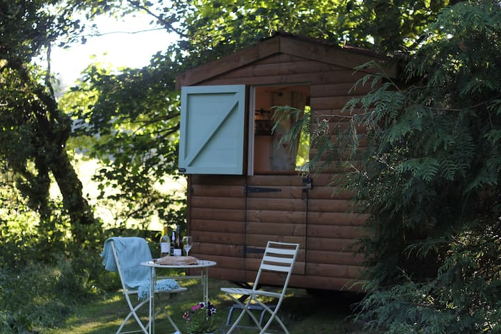 Gorgeous Glamping Hut. - Llanferres - Hutte
