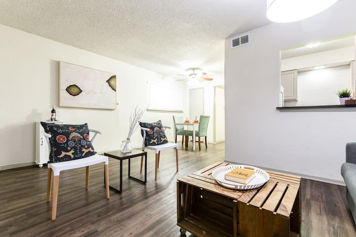 LOCAL VIBE + Near Downtown Dallas PACKAGE DEAL - Dallas - Leilighet
