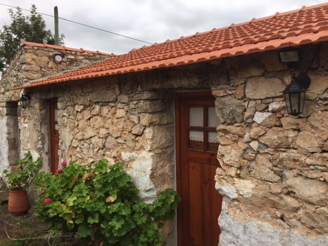 Cozy 2 bedrooms stone house - 10 km from Fátima - Alqueidão da Serra